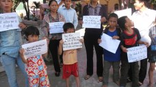 Adults and children pleading for a chance to learn English (photo by VRN)